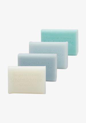 CLASSIC-EISBLUME-VERGISSMEINNICHT-SALZ  + LUFFA ABLAGE  - Soap bar - -