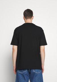 Fila - YORICK GRAPHIC TEE - Majica kratkih rukava s printom - black - 2