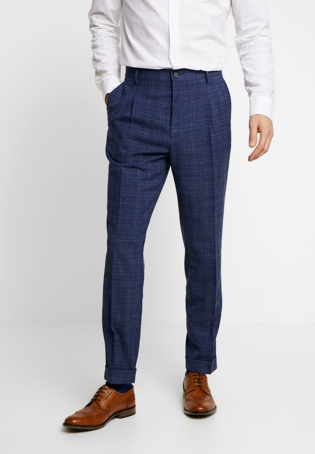 SLIM FIT PLEATED FLEX PANT - Broek - blue