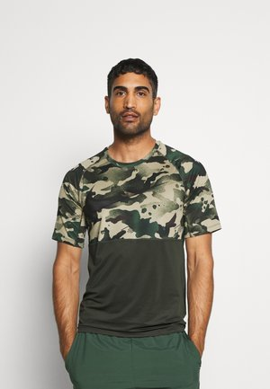 SLIM CAMO - Print T-shirt - sequoia/black