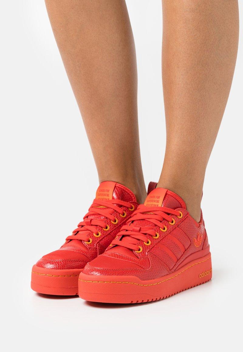 adidas Originals - FORUM BOLD ORIGINALS SNEAKERS SHOES - Trainers - red/bright orange