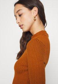 Even&Odd - Pouzdrové šaty - brown - 7