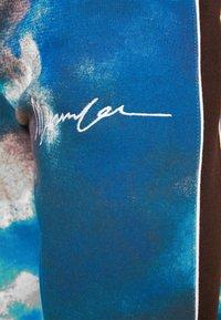 Mennace - TIE DYE UNISEX - Tracksuit bottoms - blue - 4