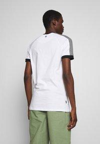11 DEGREES - RAGLAN REGULAR FIT - T-shirt print - white/black - 2
