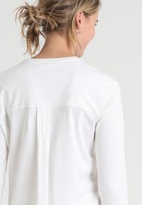 Hanro - PURE ESSENCE SET - Pyjama set - off white - 4
