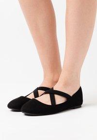 New Look Wide Fit - WIDE FIT - Bailarinas con hebilla - black - 0