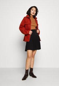 Vero Moda Tall - VMOPHELIA HIGHNECK FRILL - Sweter - tobacco brown - 1