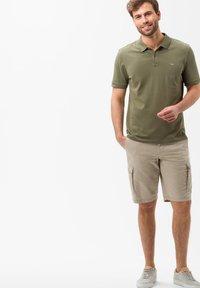 BRAX - STYLE BRAZIL - Shorts - beige - 1