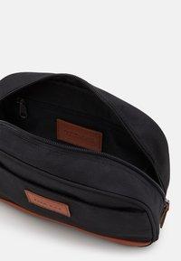 Pier One - UNISEX - Wash bag - black/cognac - 2