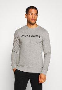 Jack & Jones - JACLOUNGE ONECK - Sweatshirt - light grey melange - 0