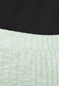Monki - Pantalones - green melange - 4