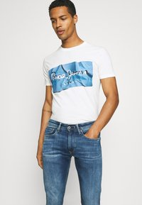 Pepe Jeans - RAURY - T-shirt con stampa - bright blue - 3