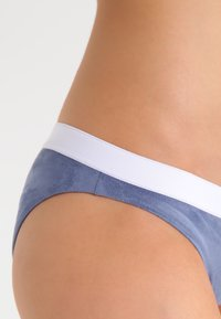 Undress Code - BE ADVENTUROUS - Slip - blue - 3