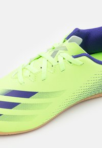 adidas Performance - X GHOSTED.4 FOOTBALL SHOES INDOOR UNISEX - Indoor football boots - signal green/energy ink - 5