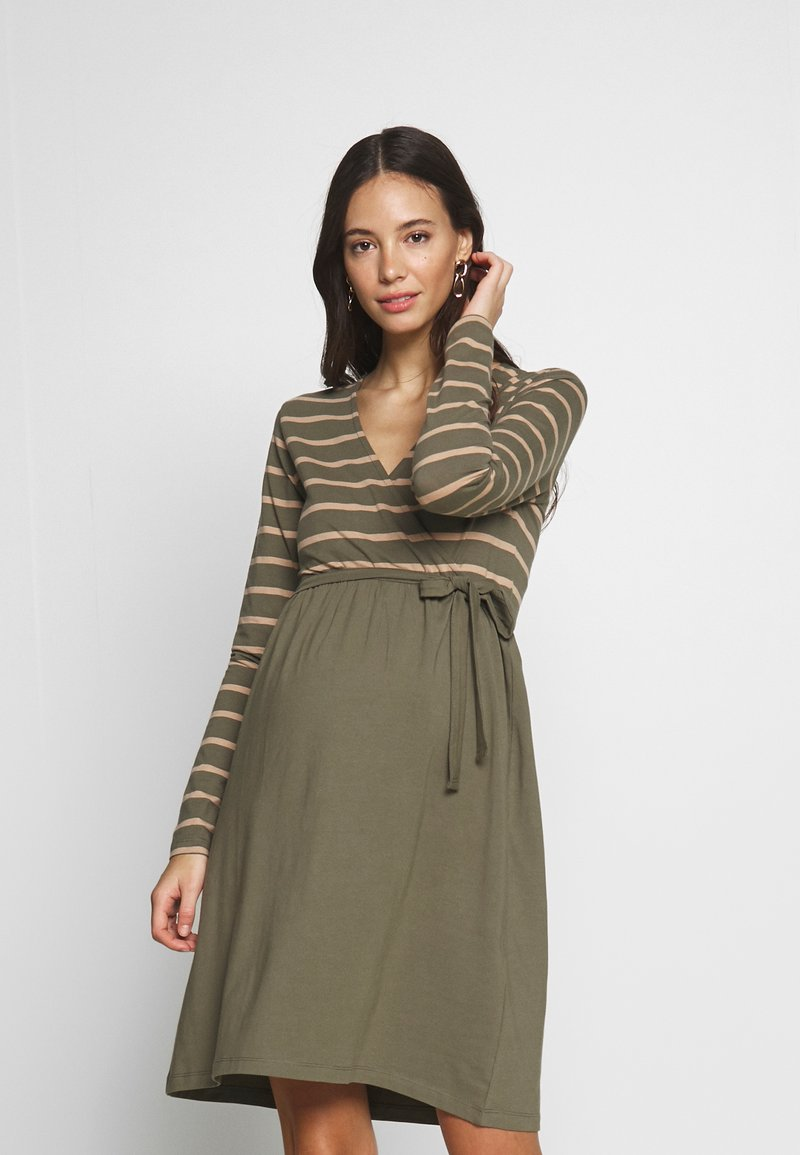 MAMALICIOUS - MLMADELLEINE TESS DRESS - Vestido ligero - dusty olive