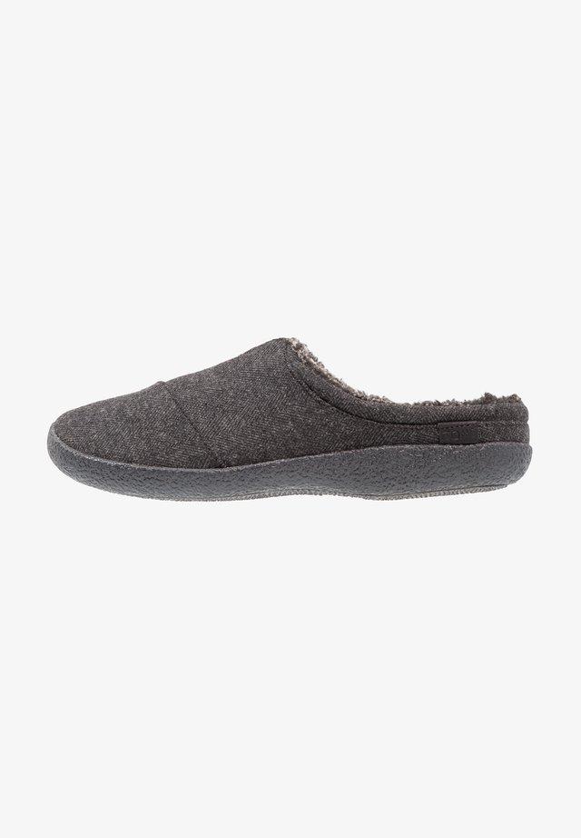 BERKELEY - Slippers - black