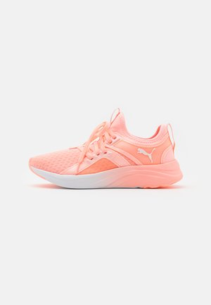SOFTRIDE SOPHIA FADE - Neutral running shoes - elektro peach/white