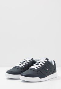 Tommy Hilfiger - LIGHTWEIGHT - Sneakersy niskie - blue - 2