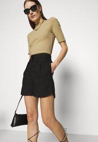 Selected Femme - SLFCECILIE - Shortsit - black - 3