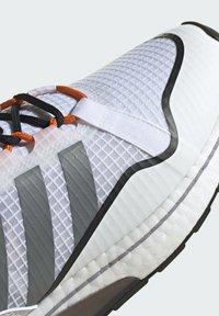 adidas Originals - ZX 2K BOOST PURE - Tenisky - ftwr white grey three orange - 6