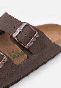 Birkenstock - ARIZONA VEGAN FOOTBED - Slippers - saddle matt brown - 5