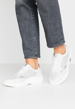 VIANA - Sneakers laag - weiß/silber/samoa corfu