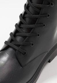 Stuart Weitzman - MACKENZIE - Šněrovací kotníkové boty - black - 6