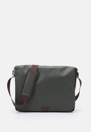 MESSENGER BAG - Across body bag - climbing ivy