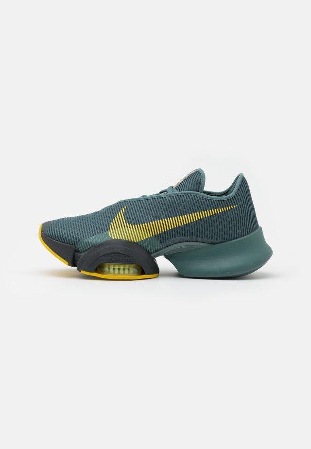 AIR ZOOM SUPERREP 2 UNISEX - Chaussures d'entraînement et de fitness - hasta/bright citron/dark smoke grey/steam