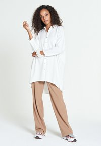 Jascha Stockholm - MAROCAIN - Robe chemise - offwhite - 1