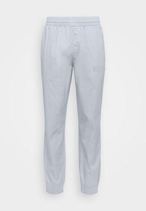 MODERN BASICS PANTS - Tracksuit bottoms - grey