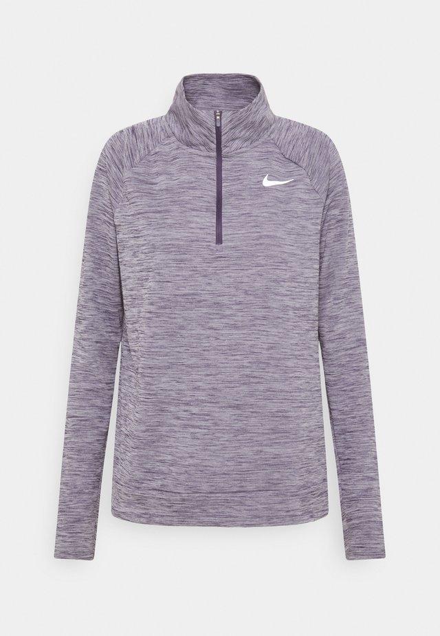 PACER - T-shirt de sport - dark raisin/reflective silver