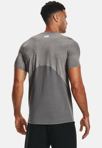 Under Armour - ARMOUR FITTED - T-shirt med print - carbon heather - 2