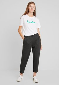Benetton - CIGARETTE PANT - Trousers - grey - 1