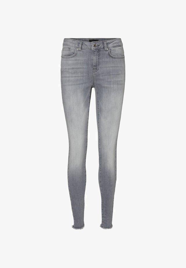 SKINNY FIT JEANS VMHANNA - Slim fit jeans - light grey denim