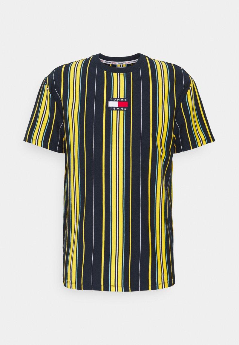 Tommy Jeans - CENTRE BADGE  - T-shirt imprimé - twilight navy/multi