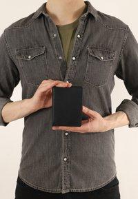 Gusti Leder - Wallet - schwarz  ziegenleder - 0