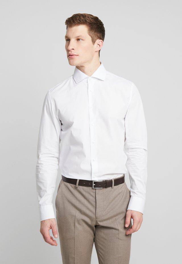 SLIM SPREAD KENT PATCH - Formal shirt - light blue