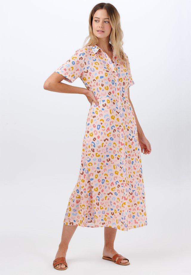 DANIELLE ARTHOUSE LEOPARD - Sukienka koszulowa - pink