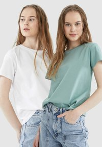 DeFacto - 2 PACK - Basic T-shirt - white - 5