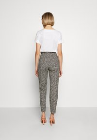 RIANI - SLIM FIT - Trousers - ivory - 2