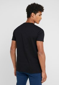 PS Paul Smith - MENS SLIM FIT ZEBRA REPEAT - Print T-shirt - black - 2