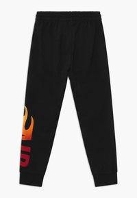 Jordan - JUMPMAN FIRE - Pantaloni sportivi - black - 1