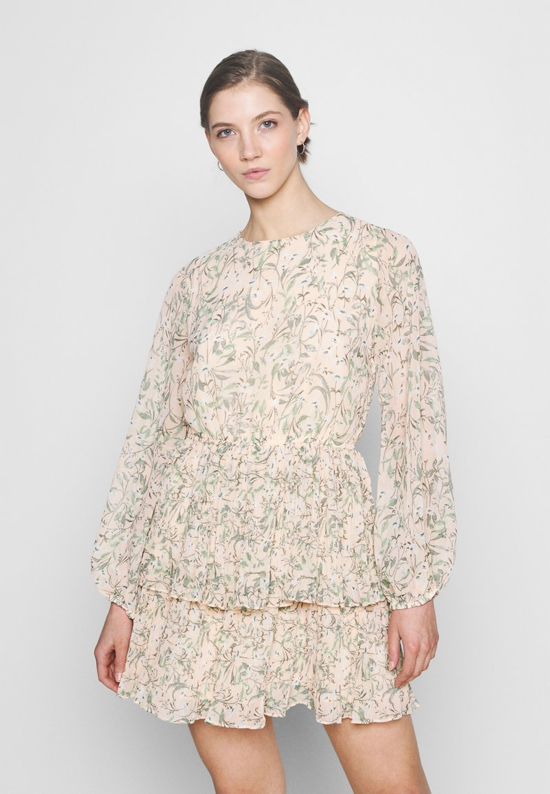 Gina Tricot - AMBER PLEATED DRESS - Day dress - peach