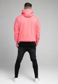 SIKSILK - DROP SHOULDER RELAXED FIT HOODIE - Sweater - black/pink - 2