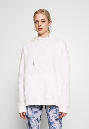 OVERSIZED HOODIE - Jersey con capucha - white