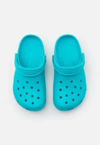 Crocs - CLASSIC UNISEX - Pool slides - digital aqua - 3