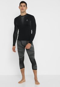 ODLO - CREW NECK PERFORMANCE WARM - Undershirt - black/odlo concrete grey - 1
