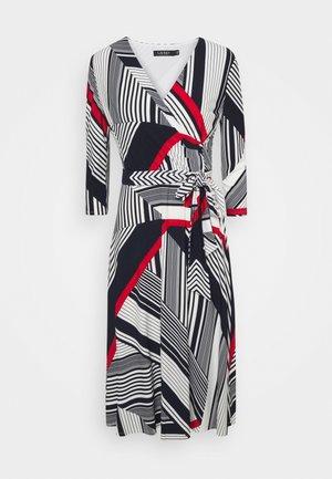 PRINTED MATTE DRESS - Denní šaty - cream/red