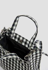 PULL&BEAR - Across body bag - black - 3